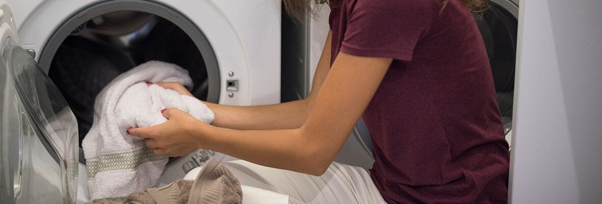Cómo quitar manchas de moho de la ropa
